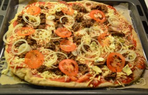Pizza med krydret oksekød