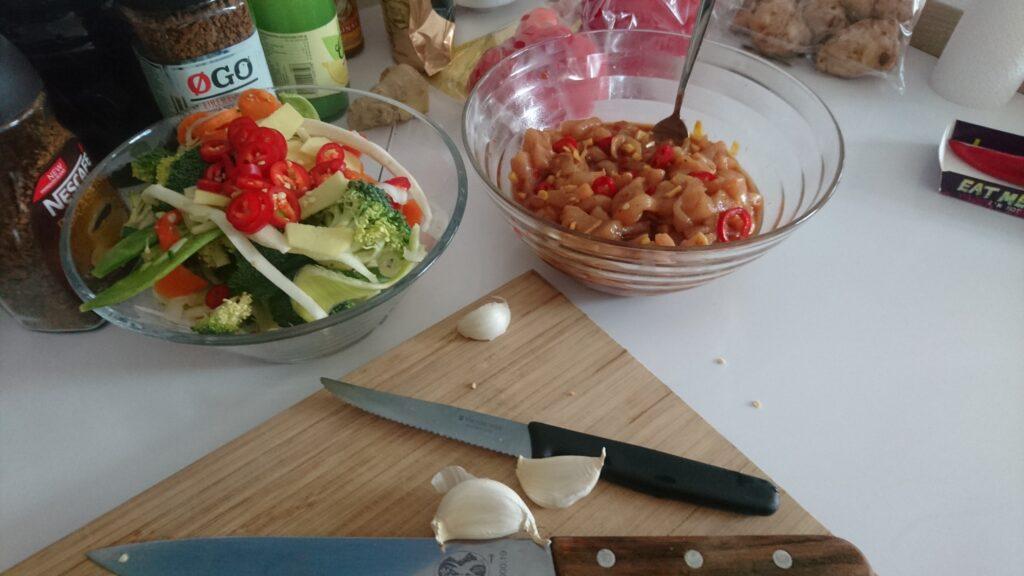 Kylling i lage og wokmiks